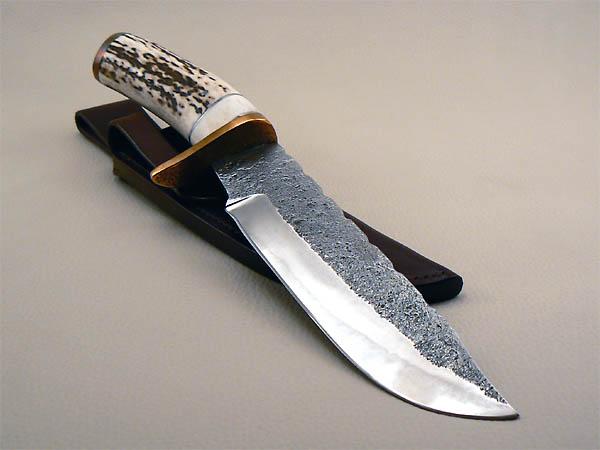 Couteau grand chasse brut de forge, manche en bois de cerf